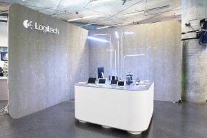 2.22.13_iCon Prague_Logitech Booth